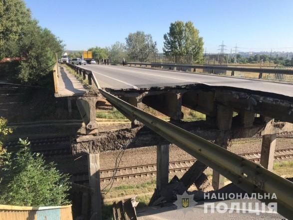 У Харкові обвалився автомобільний міст
