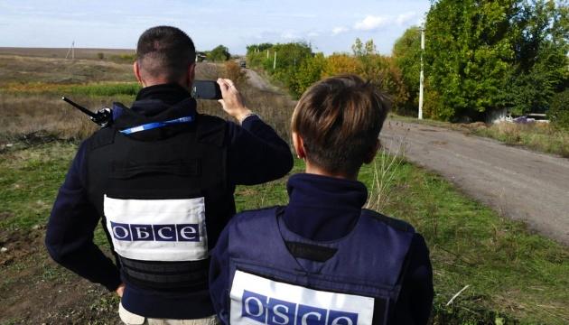 """В аеропорту Луганська ОБСЄ виявила """"Гради"""", танки та артилерію"""