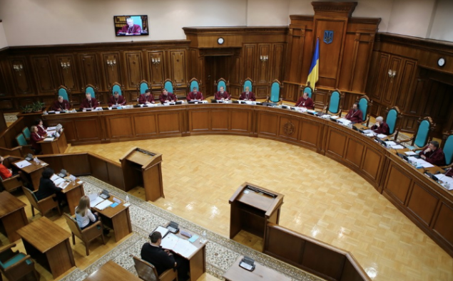 КСУ заборонив позбавляти депутатів мандатів за прогули та кнопкодавство