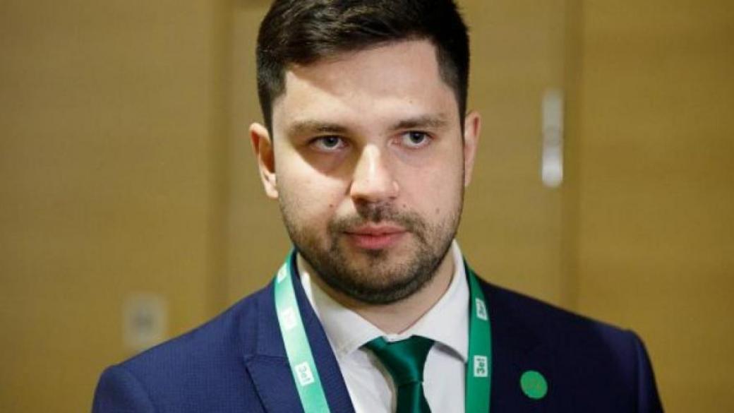 """Депутат из партии  """"Слуга народа"""" научились обманывать сенсорную кнопку"""