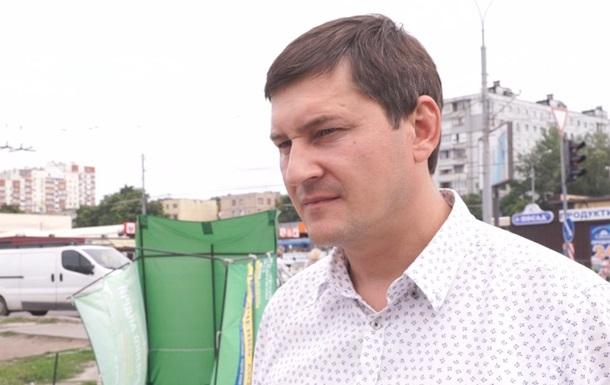Відпочиваючі під крики «ганьба!» вигнали з пляжу депутата від «Слуги народу» Відео