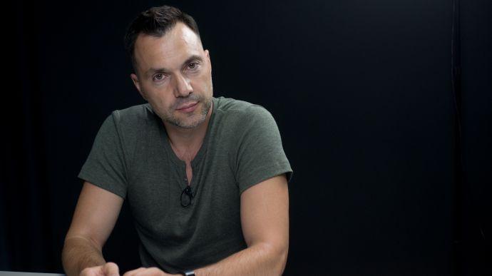Арестович про канали Медведчука: Вони не вороги, працюють за законом, я вітаю їх роботу