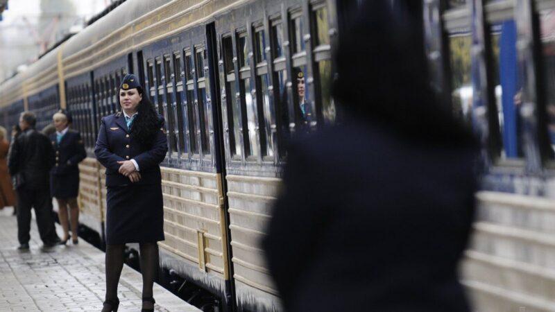 """""""Укрзалізниця"""" планує скоротити 30 тисяч співробітників"""