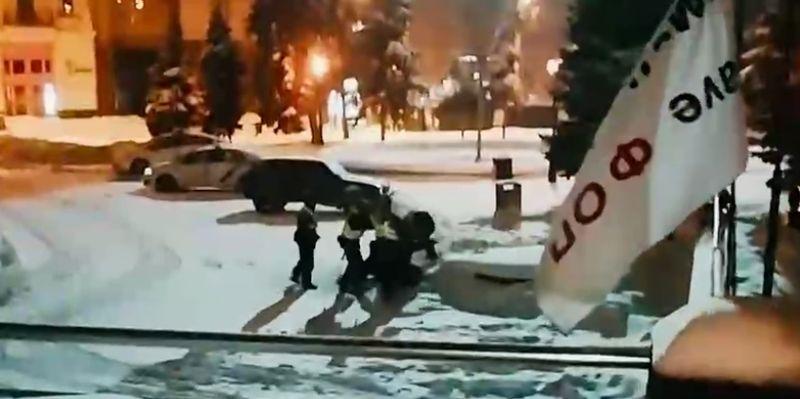 На Майдані побились Поліціянти, які мають охороняти громадський порядок. Відео