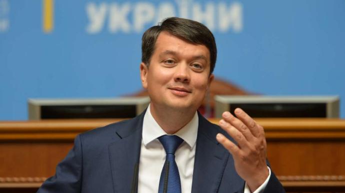 """У """"Слузі"""" заявили, що Разумков дозволяє собі особисту думку частіше, ніж усі інші"""