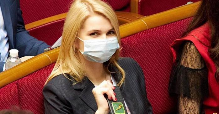 Народна депутатка від «Слуги народу» сказала, що «треба валити з цієї країни»