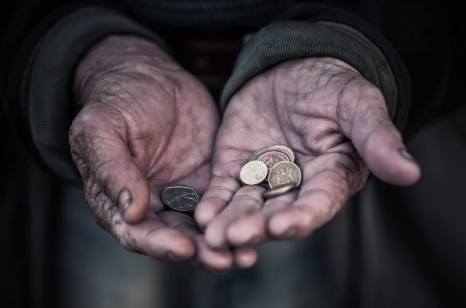 Минулого року 42% працевлаштованих українців не могли забезпечити собі гідне життя